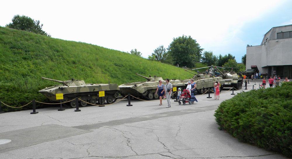 Виставка танків у Києві