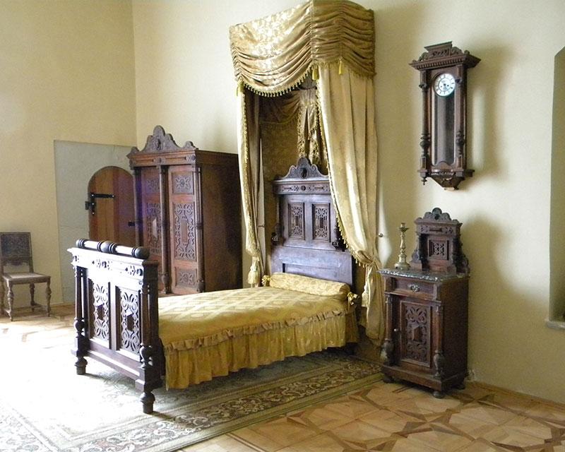 Спальне ліжко у замку
