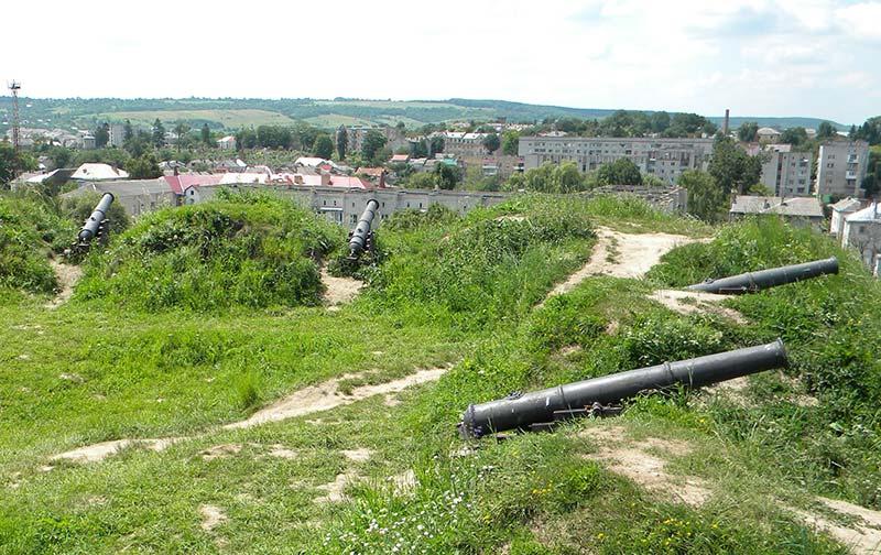Оборонні гармати замку