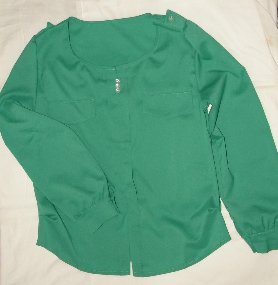 Жіноча зелена блузка